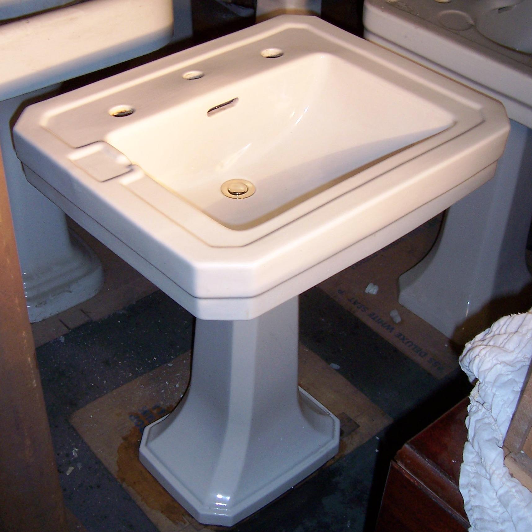 20 Pedestal Sink : Case 24? x 20? China Pedestal Sink -$490.00