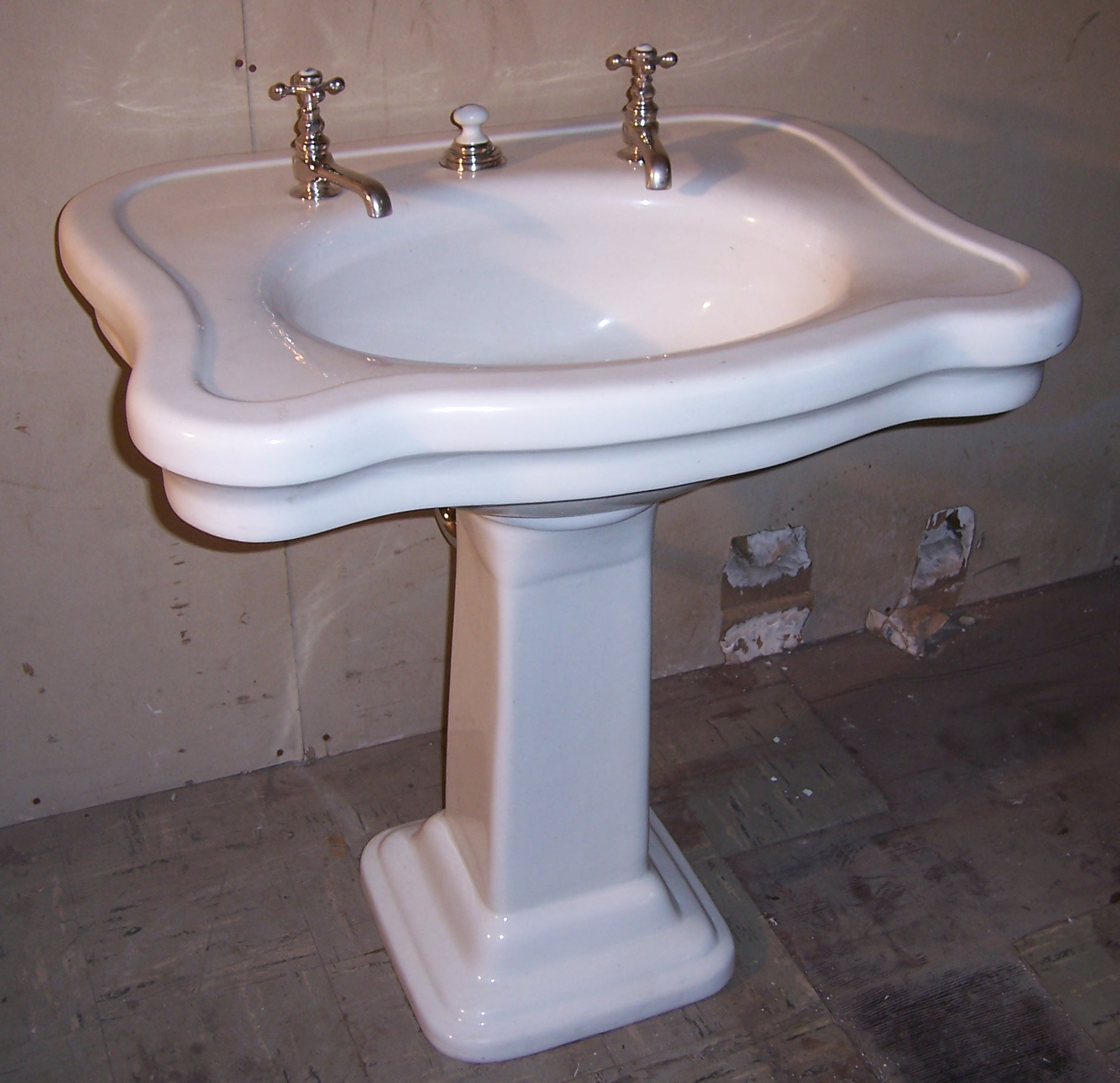 Pedestal Sinks VintageBathroom